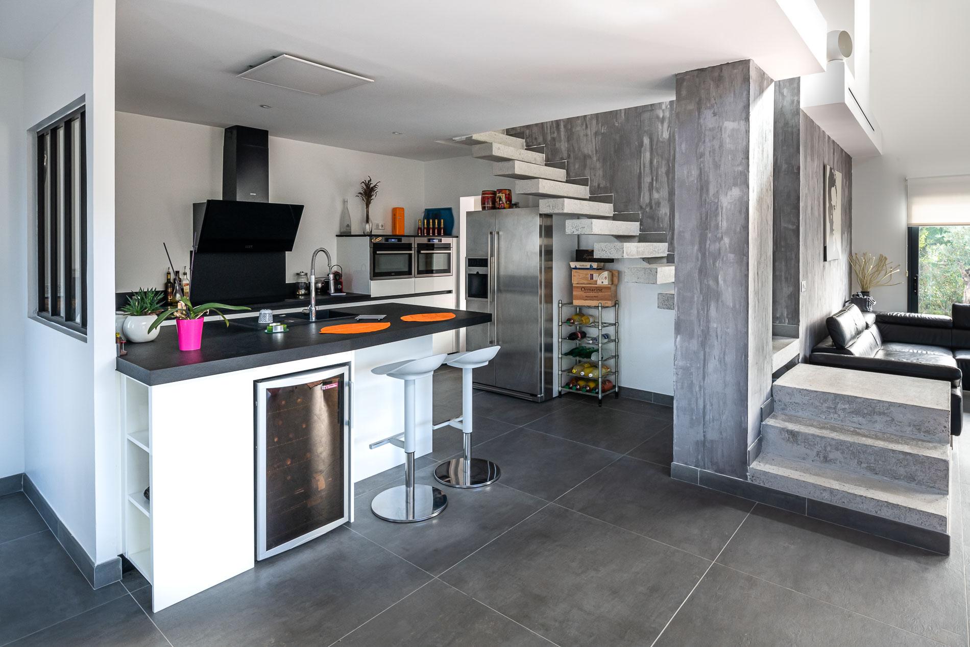Construction d'une maison contemporaine à toit plat à Saint-Laurent d'Aigouze dans l'Hérault